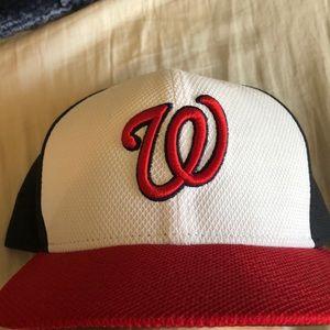 New Era Washington Nationals hat.